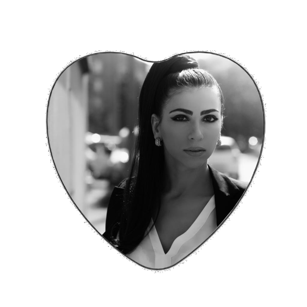 Médaillon photo porcelaine MEILLERAY 77320 petit coeur noir et blanc pleine face.